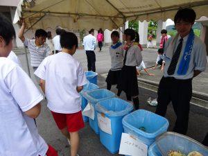 今年もゴミステーションで、全校のゴミを管理・分別しています。